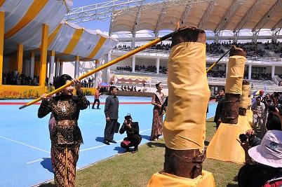 Foto : http://www.visitingkutaikartanegara.com / Pembukaan Erau 2012